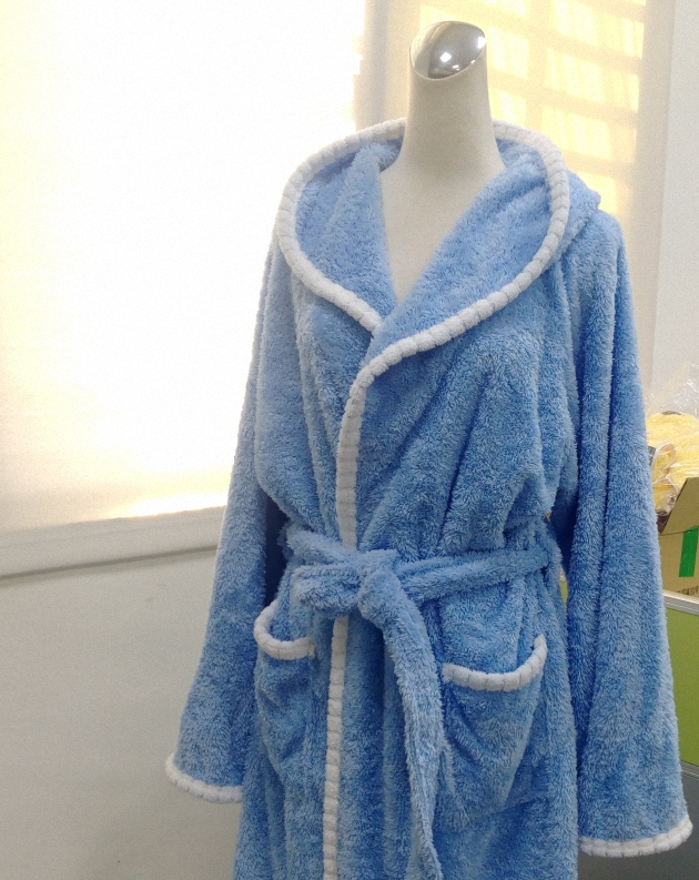 Adult's Hooded Bathrobe 1